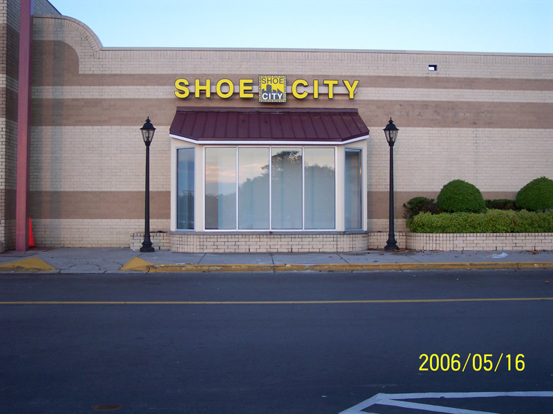 Shoe-City-Show-Window-Colonial-Heights-VA